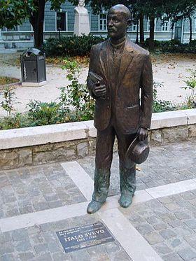280px-ItaloSvevo_statue-2807111655060
